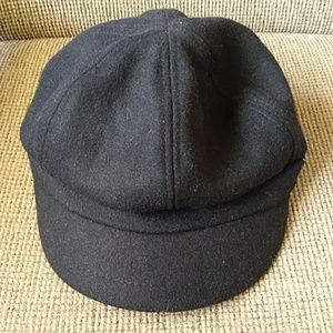 Nine west black boucle newsboy cap EUC